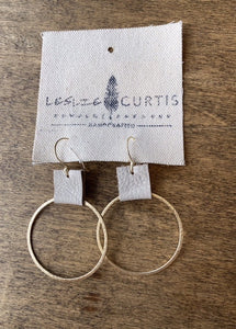 laura earrings sand / gold