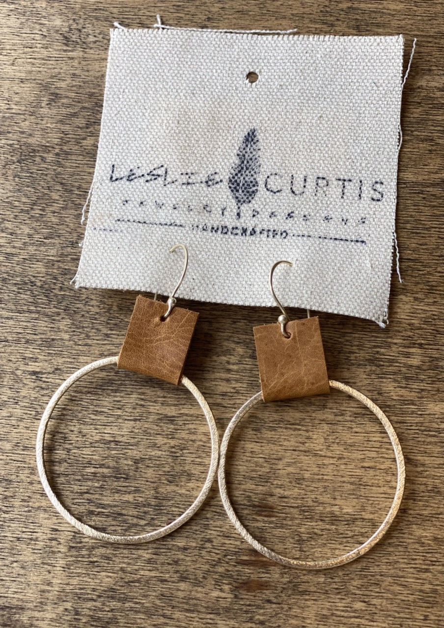 laura earrings saddle / gold