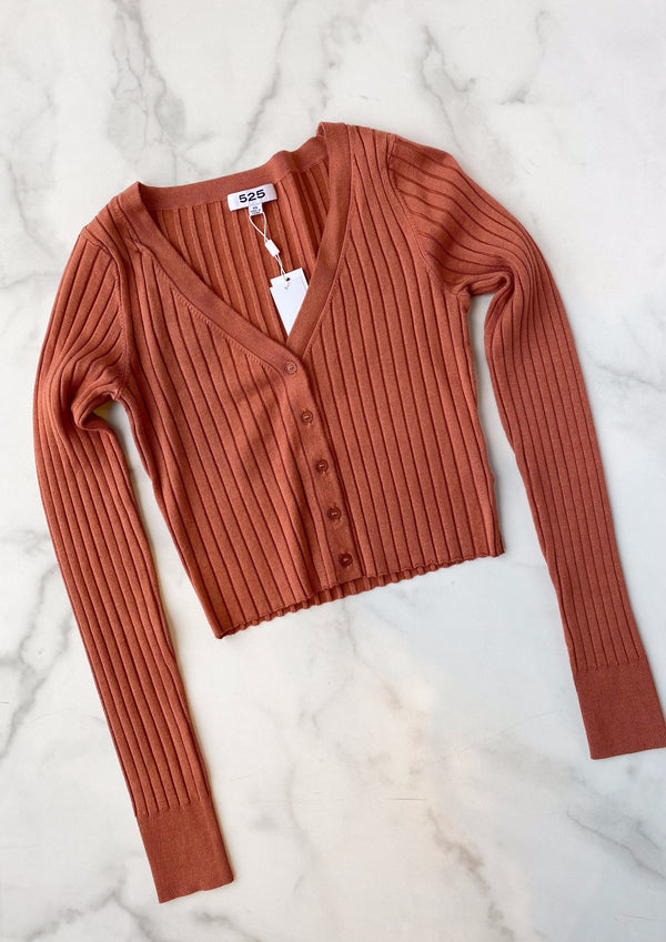 solid wide rib crop cardigan- burnt sienna