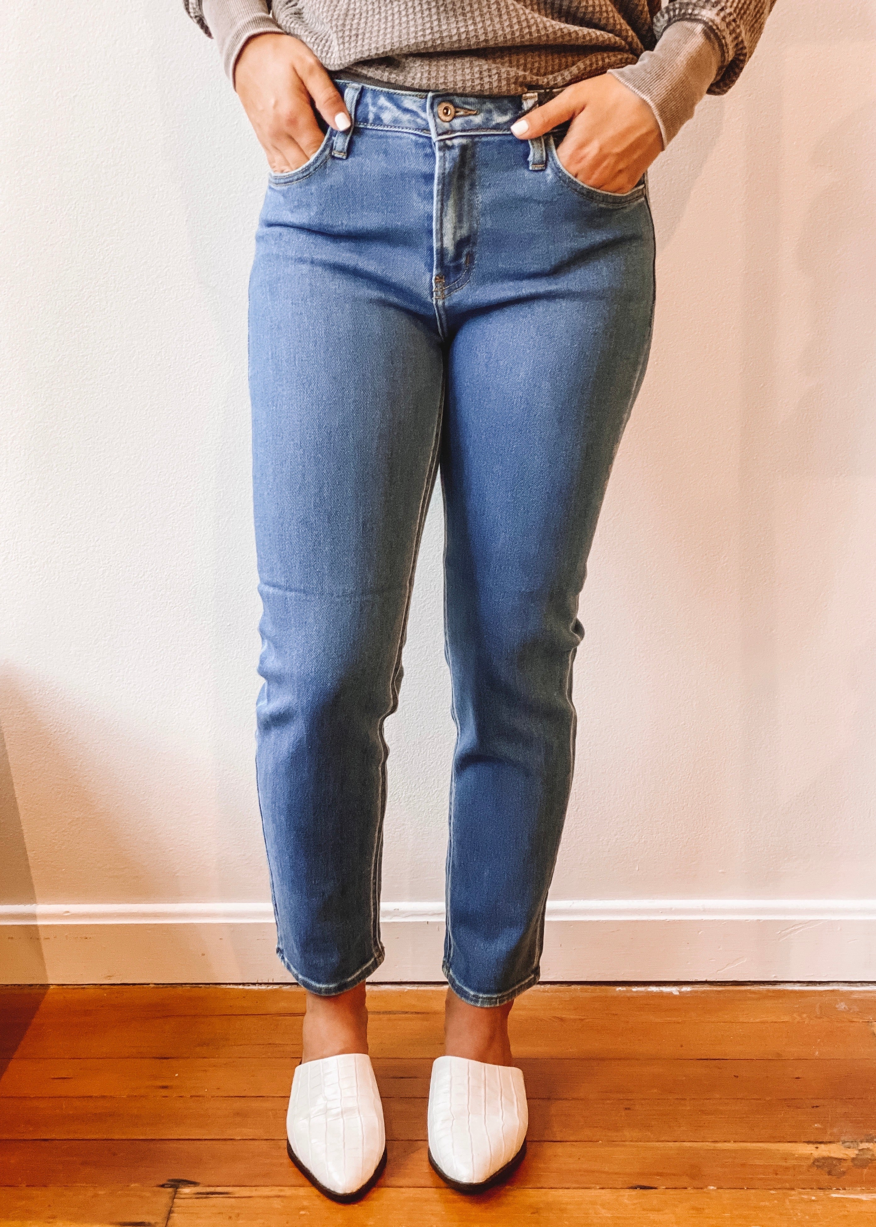basic medium wash mom jean
