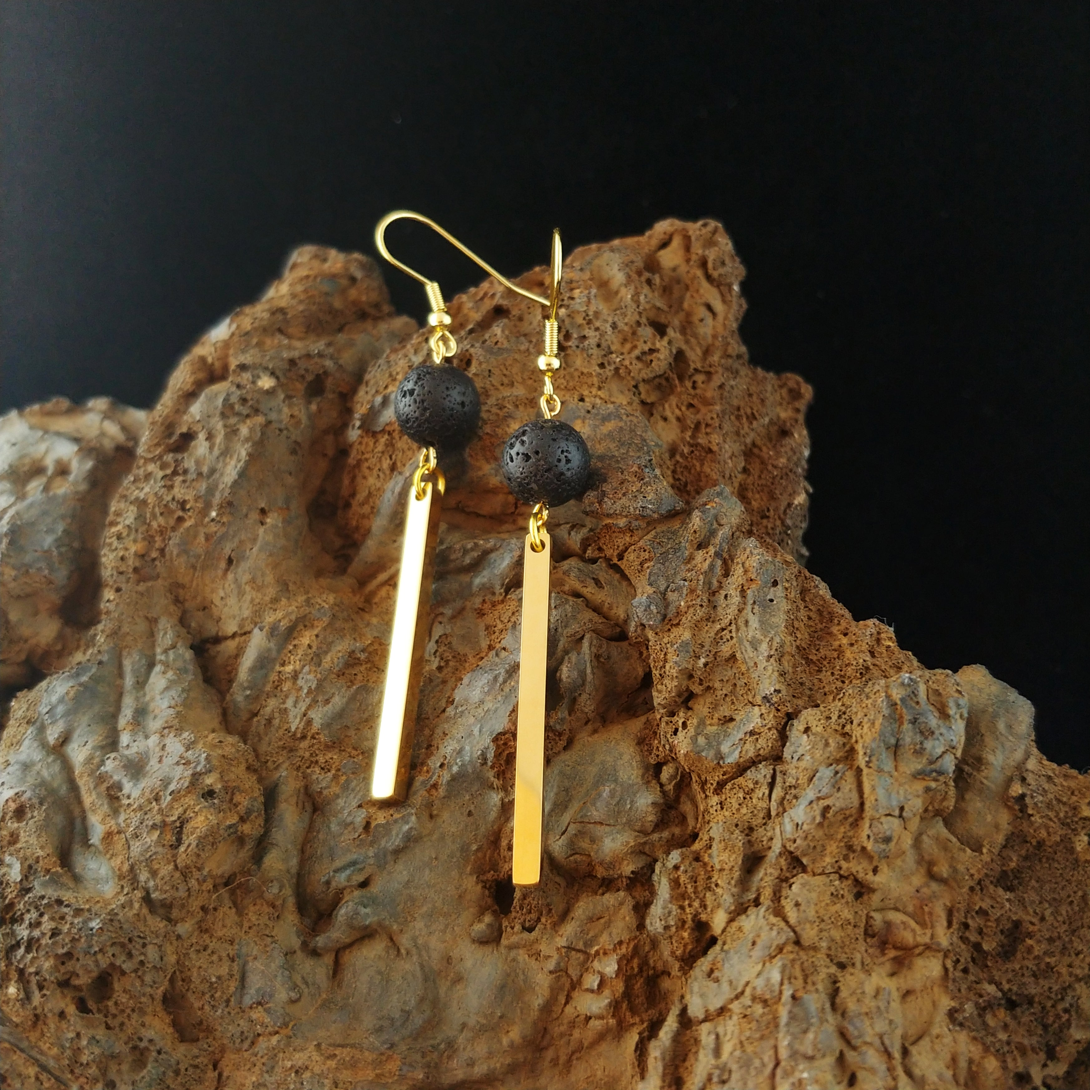 The Lava and Golden Bar Jewelry Set - Set of Earrings and Necklace with Golden Stainless Steel Bar and Lava - Monolith Series - Iceland