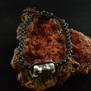 Þingvellir - Leather Bracelet with Macrame Knots and Stone Center Piece from Þingvellir Iceland - Ísland