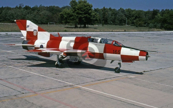 165 Mikoyan MiG-21UM, Croatian AF, Pleso 2007, special colours(right side)