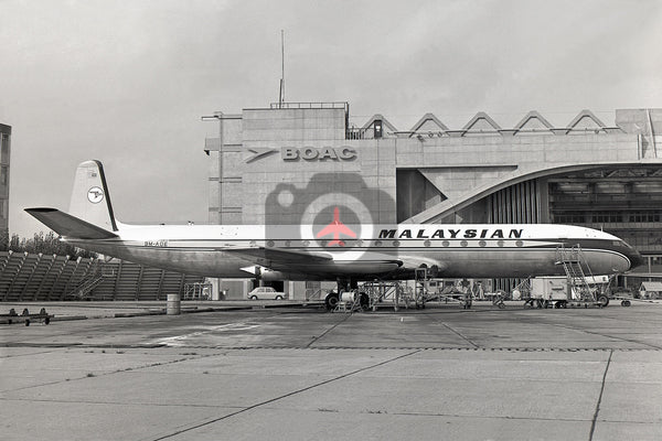 9M-AOE De Havilland DH106 Comet  4, Malaysian Airways, Heathrow