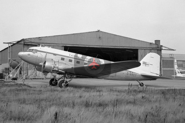 G-AHCT Douglas DC-3, Fairey Surveys, Luton