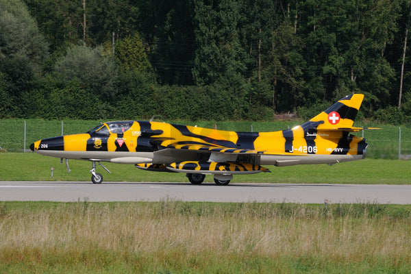 HB-RVV J-4206) Hawker Hunter T.68, Bern 2013