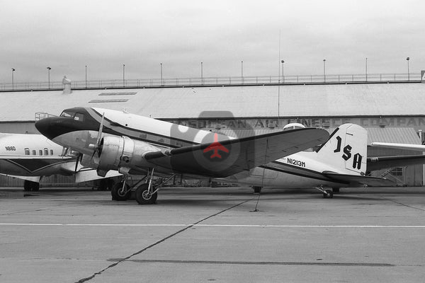 N1213M Douglas DC-3, Jefferson State Airlines, Oakland 1973
