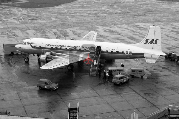 OY-KMU Douglas DC-6B, SAS, Heathrow