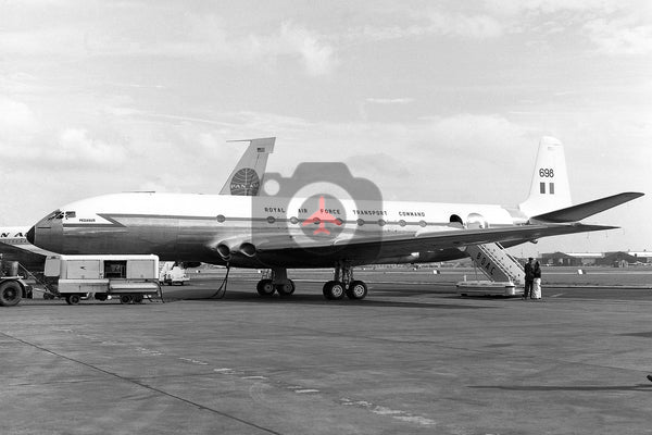 XK698 De Havilland DH106 Comet C.2, RAF, Heathrow
