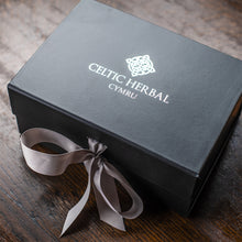 Load image into Gallery viewer, Celtic Herbal - Uplifting Gift Box (Mandarin, Lime & Basil)