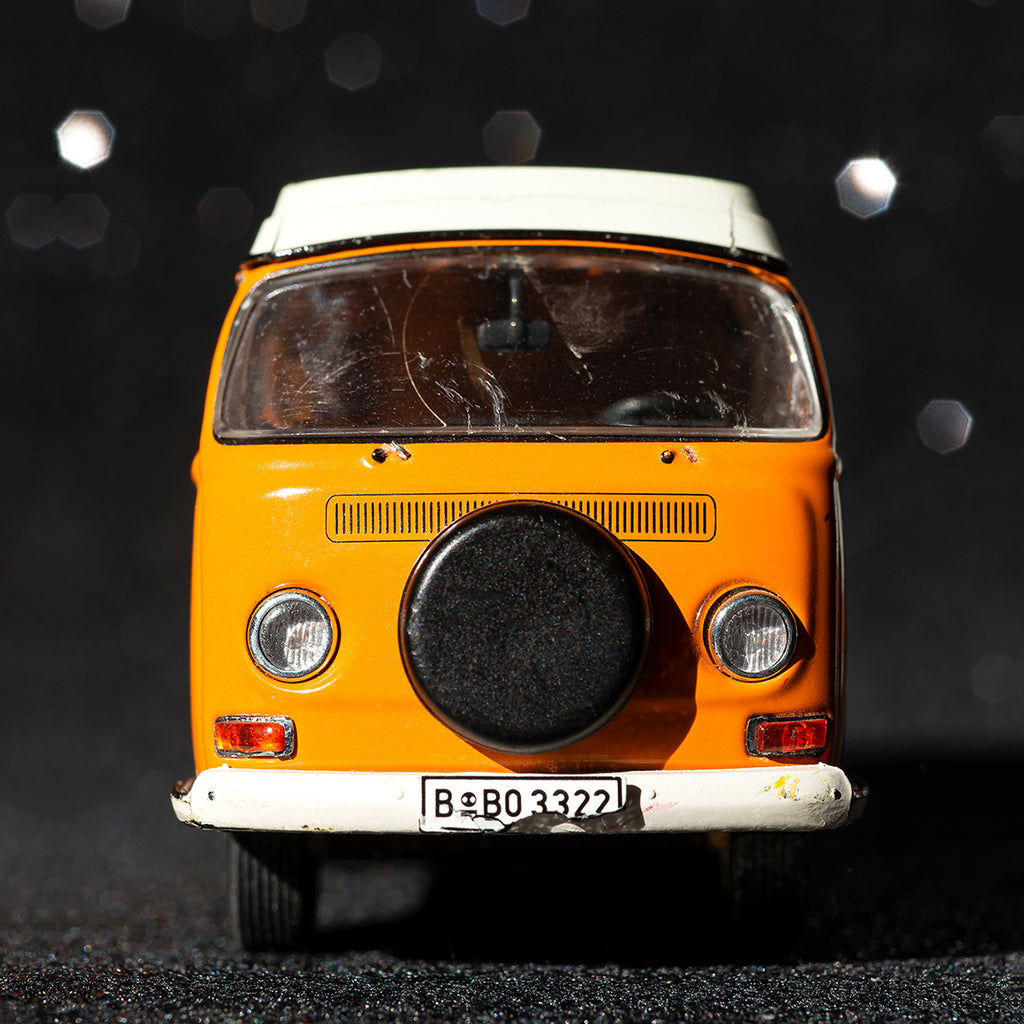 VW Bus T2 Camper orange