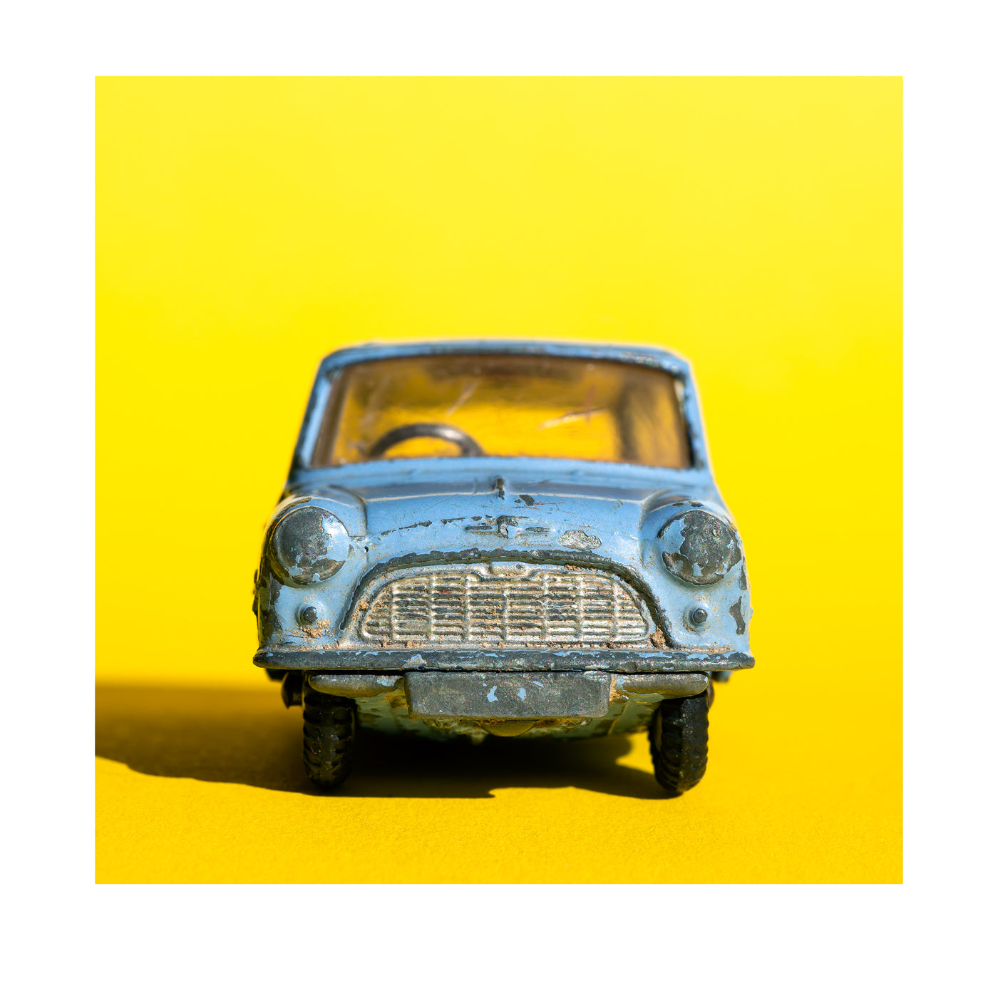 blue mini yellow background