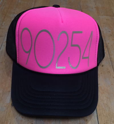 90254 TRUCKER HAT NEON PINK BLACK GOLD