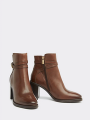 Tommy Hilfiger Hardware Heeled Leather Boot - Coffee