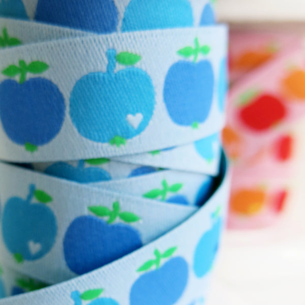 Woven ribbon / apples blue