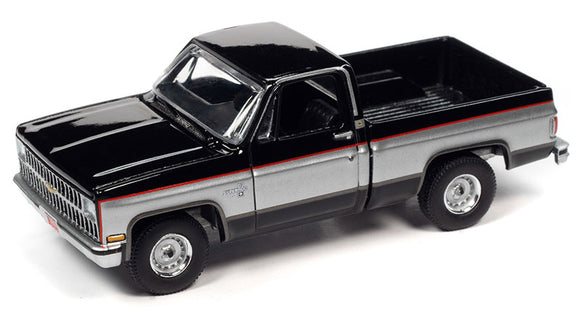 Auto World 1:64 1982 Chevrolet Silverado 10 in Gloss Black with Silver Sides