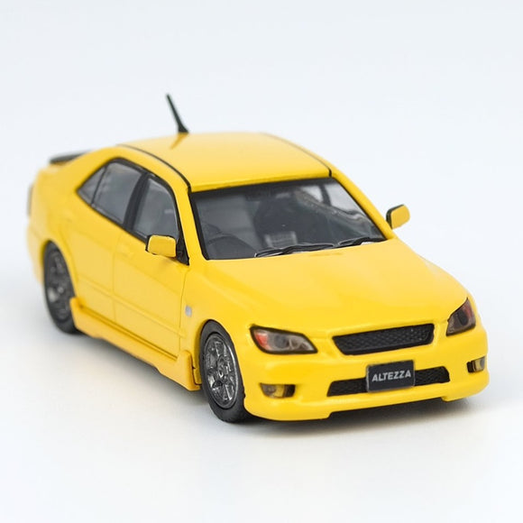 INNO64 1:64 TOYOTA ALTEZZA RS200 YELLOW WITH EXTRA WHEELS AND DECALS