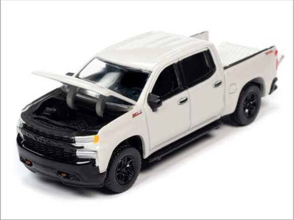 Auto World 1:64 Premium 2019 Chevy Silverado Custom Trailboss (Iridescent Pearl Tricoat Metallic)