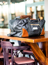 Load image into Gallery viewer, Leather Holdall - medium