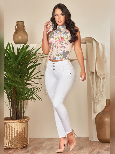 colombian fashion outfit wearing white butt lift skinny jeans and white crop top and nude high heels