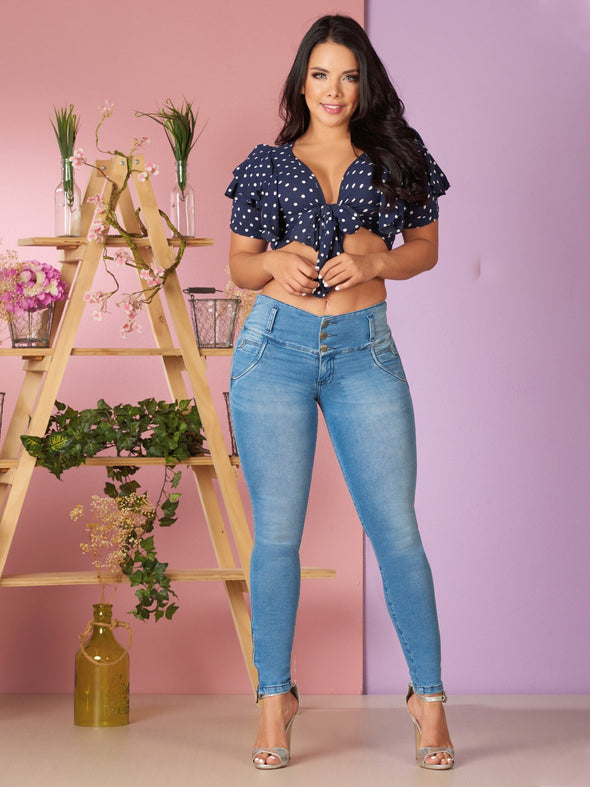 light wash blue colombian jeans and polka dot crop top