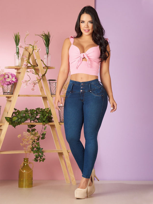 colombian woman wearing butt lift skinny colombian jeans