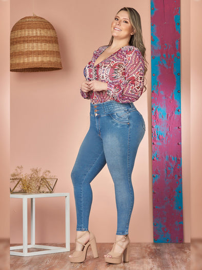 plus size colombian woman wearing skinny jeans red blouse and nude heels
