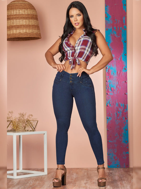 colombian woman outfit butt lift jeans skinny fit with heels and plaid crop top