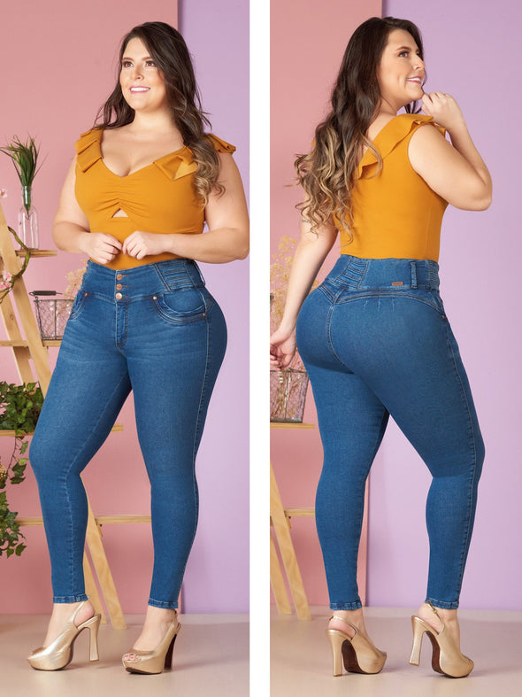 plus size colombian model wearing blue butt lift jeans high waist
