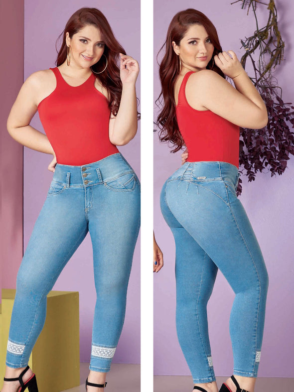 plus size colombian woman wearing light blue jeans with lace hem and red bodysuit