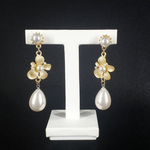 White Flower Pearl Earrings