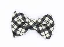 Load image into Gallery viewer, Black and white bow tie