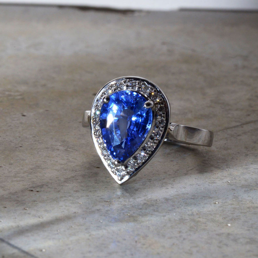 Pear Sapphire and Diamonds Platinum Ring