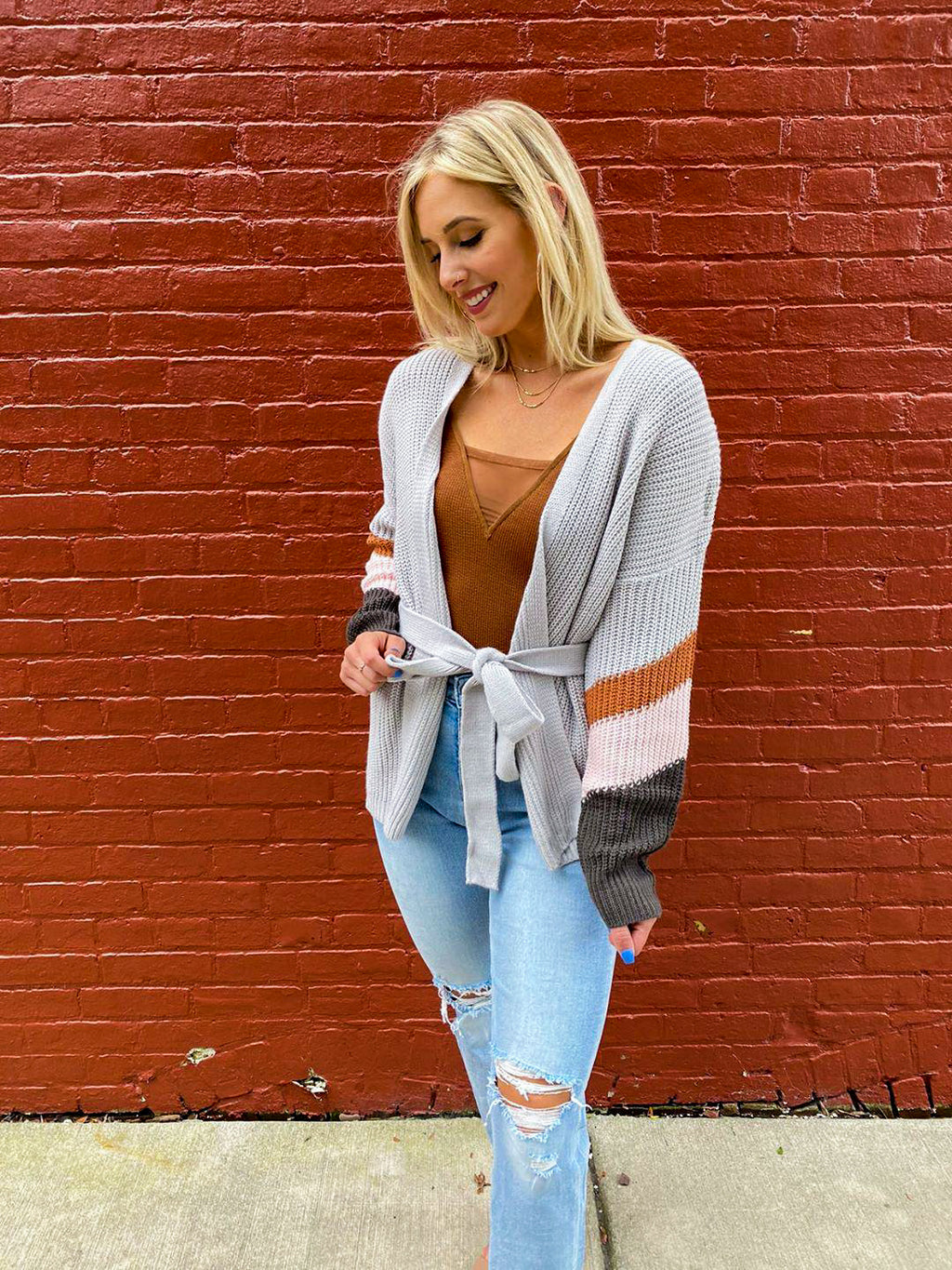 "<img src=""Chunky-Belted-Knit-Cardigan-Full.jpg"" alt=""chunky belted knit cardigan full view"">"