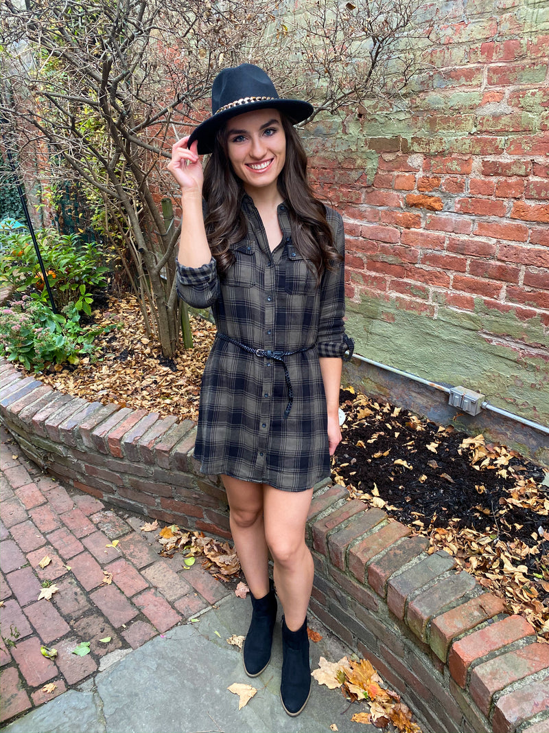 "<img src=""Festive-Plaid-Dress-Olive-Green-Black-Front.jpg"" alt=""festive plaid dress in olive green/black front view"">"