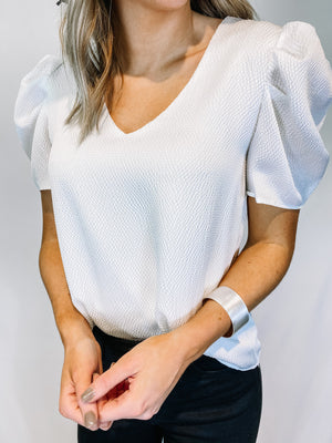 "<img src=""Flirty-Puff-Sleeve-Top-White-Front.jpg"" alt=""flirty puff sleeve top in white front view"">"