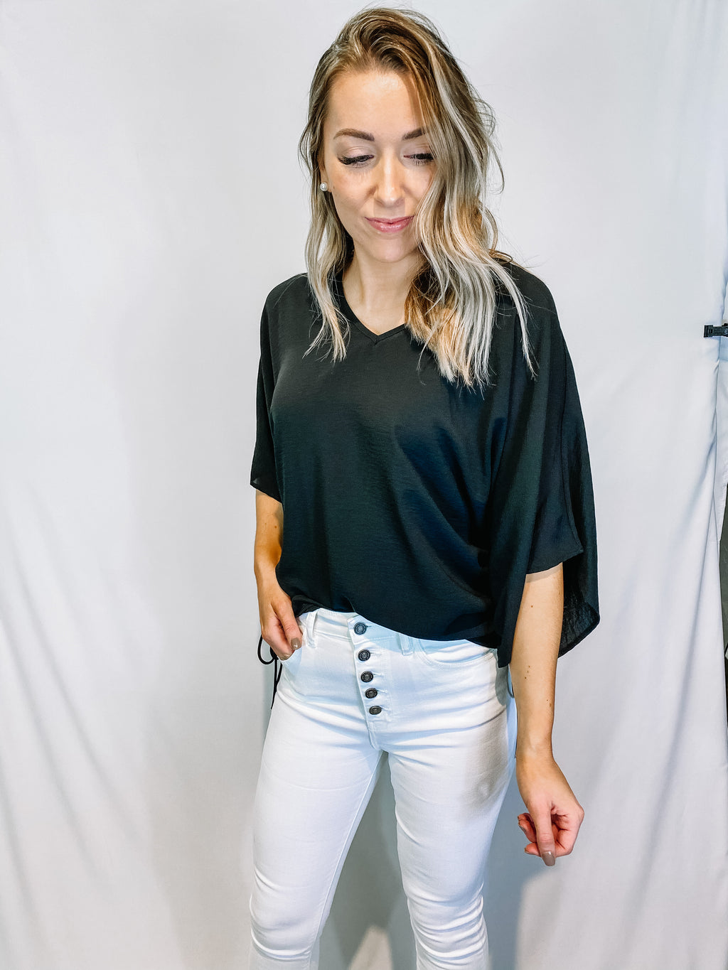 BLACK CINCHED SIDE BLOUSE