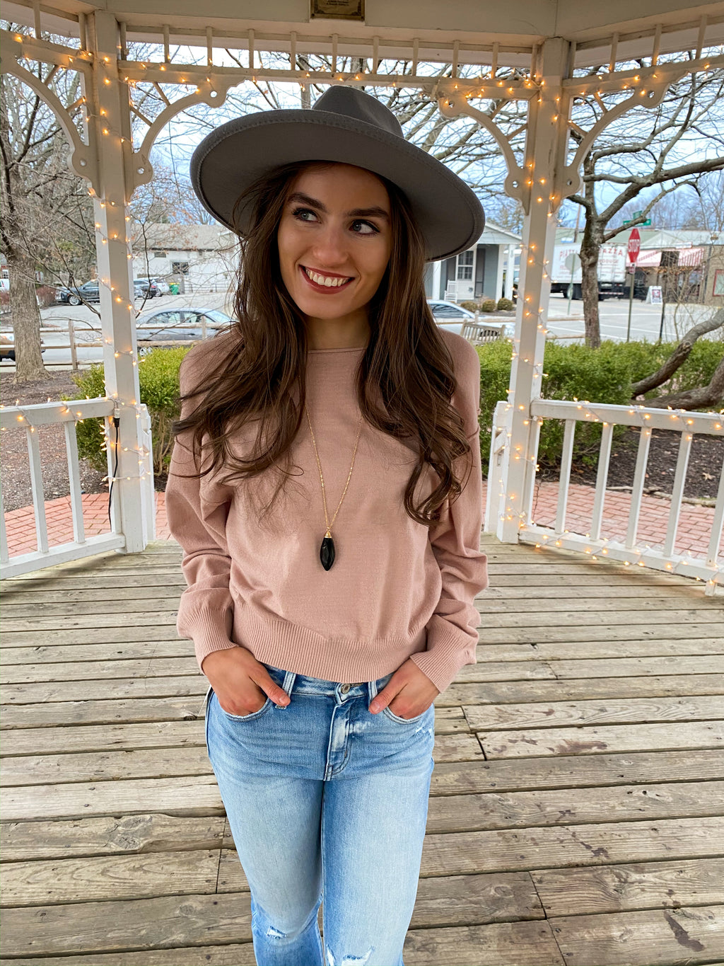 "<img src=""Lightweight-Boatneck-Sweater-Dusty-Pink-Front.jpg"" alt=""lightweight boatneck sweater in dusty pink front view"">"