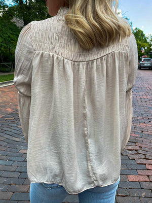 "<img src=""Long-Sleeve-Satin-Blouse-Champagne-Back.jpg"" alt=""long sleeve satin blouse in champagne back view"">"