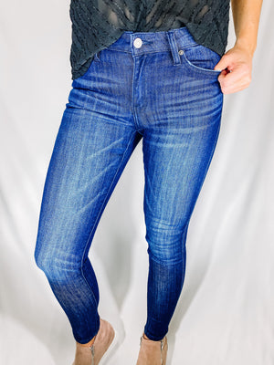 "<img src=""Mid-Rise-Stretch-Super-Skinny-Jeans-Front.jpg"" alt=""mid rise stretch super skinny jeans front view"">"