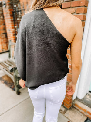 "<img src=""One-Shoulder-Textured-Blouse-Black-Back.jpg"" alt=""one shoulder textured blouse in black back view"">"