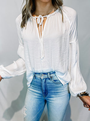 "<img src=""Peasant-Style-Blouse-White-Front.jpg"" alt=""peasant style blouse in white front view"">"