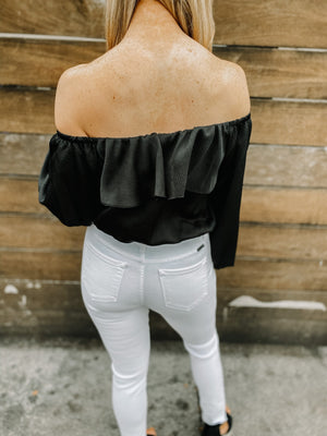 "<img src=""Trendy-Off-The-Shoulder-Top-Black-Back.jpg"" alt=""trendy off the shoulder top in black back view"">"