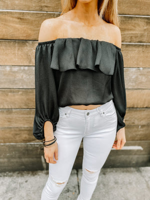 "<img src=""Trendy-Off-The-Shoulder-Top-Black-Front.jpg"" alt=""trendy off the shoulder top in black front view"">"
