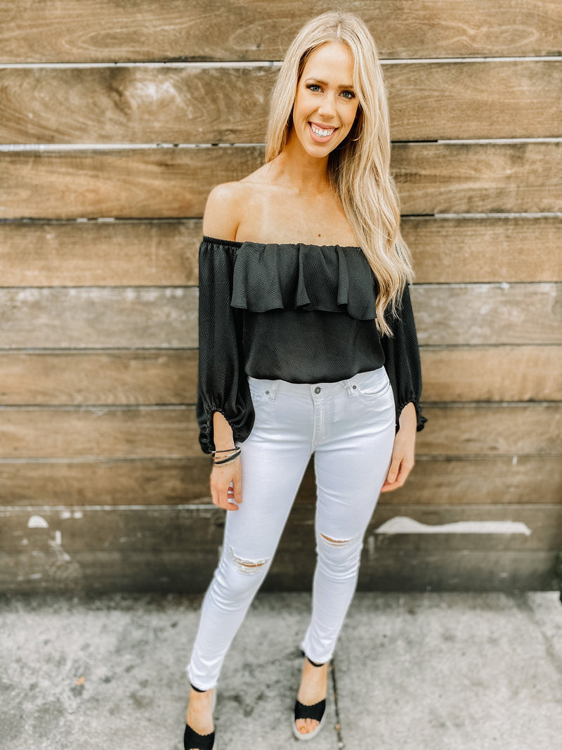 "<img src=""Trendy-Off-The-Shoulder-Top-Black-Full.jpg"" alt=""trendy off the shoulder top in black full view"">"