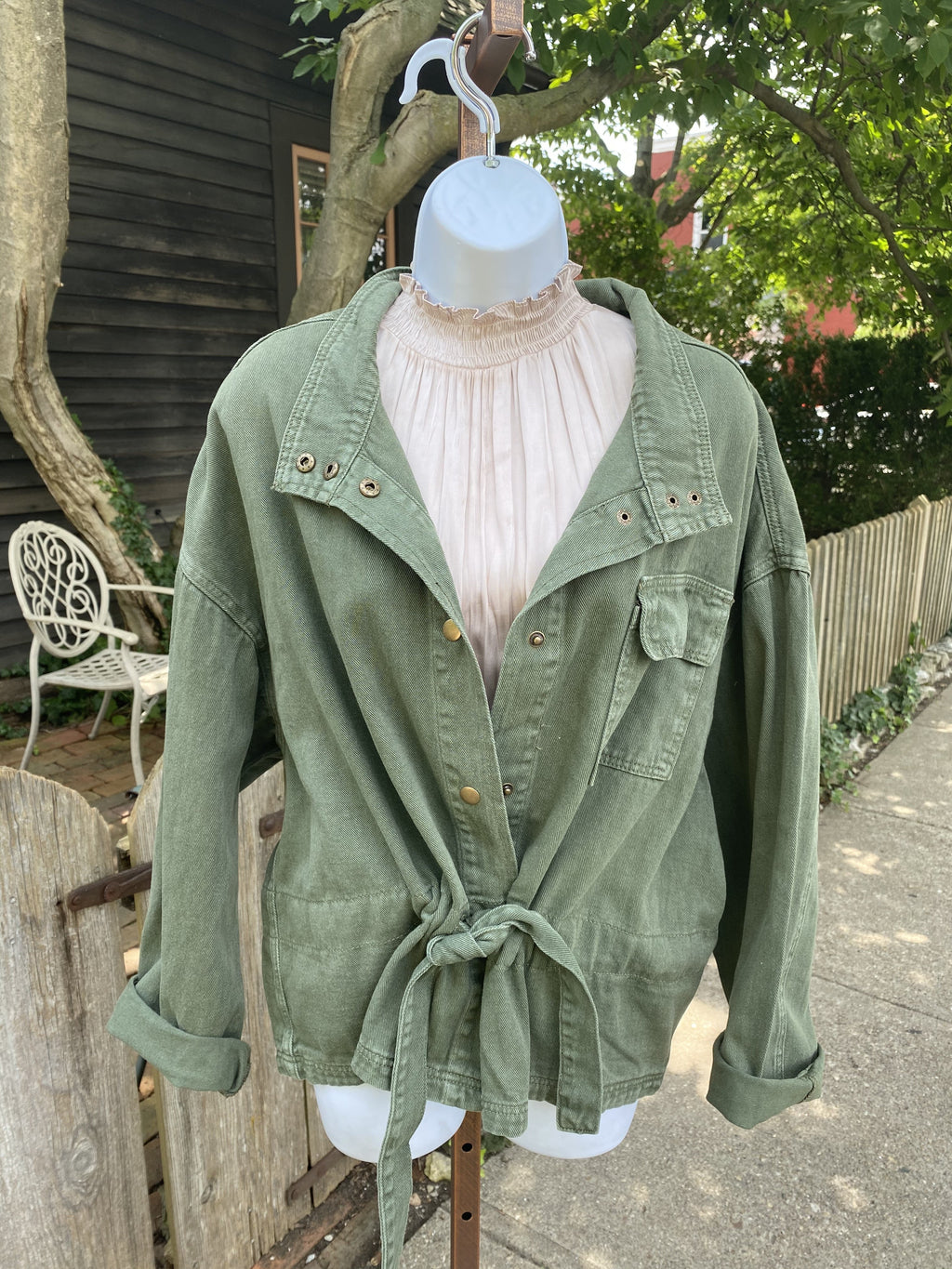 "<img src=""Twill-Utility-Jacket-Army-Green-Front.jpg"" alt=""twill utility jacket in army green front view"">"