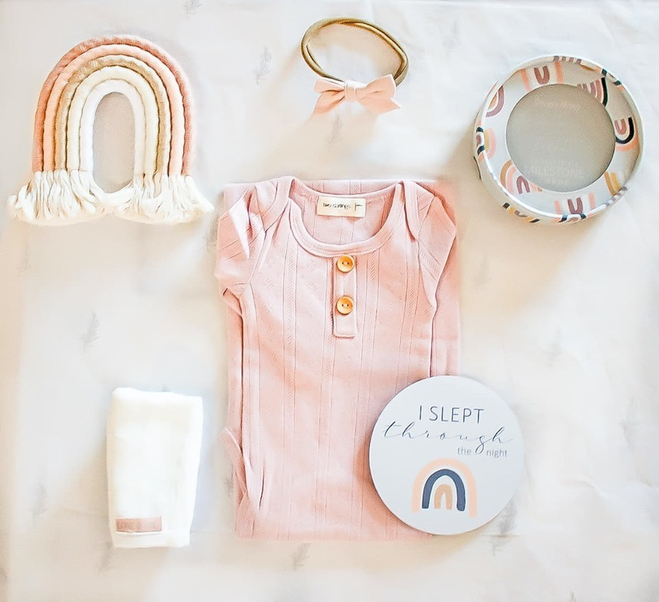 Load image into Gallery viewer, On Chic Newborn Baby Gift Set – Babygirl Rainbows