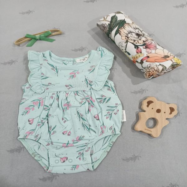 On Chic Baby Gumnut Organic Gift Set 0-3 Months – 4 Piece Pack – Romper, Velvet Bow, Koala Teether, Rainbow Swaddle