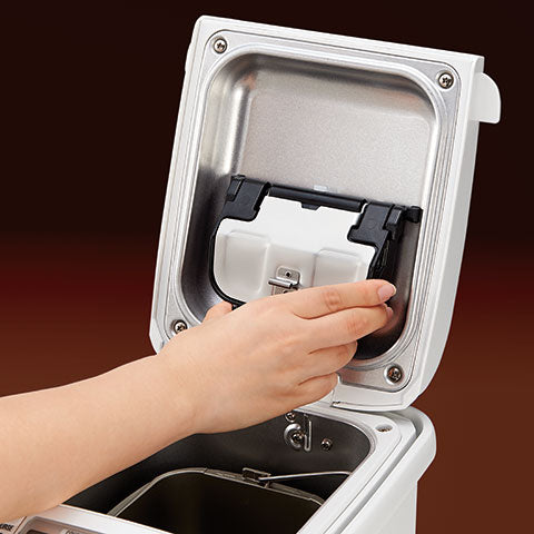 Auto Add Dispenser automatically dispenses nuts and other ingredients; removable and washable