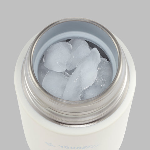 Wide mouth opening makes it easy to fill and accommodates full-sized ice cubes